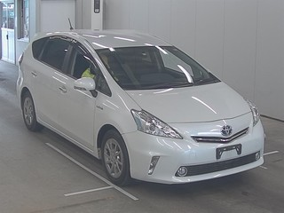 Toyota Prius Alpha 2014 года