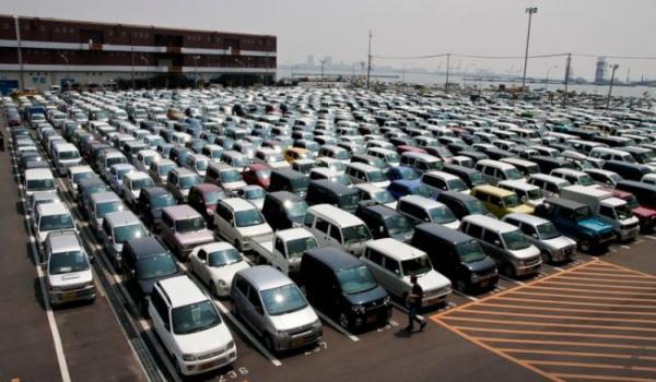 После покупки автомобиль доставляют на накопительную стоянку в порту отправки
