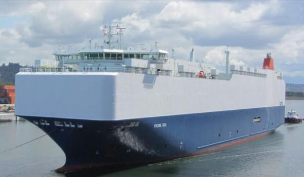 Далее происходит погрузка на судно, которое оборудовано специальной апарелью, благодаря этом автомобили могут заехать на борт своим ходом